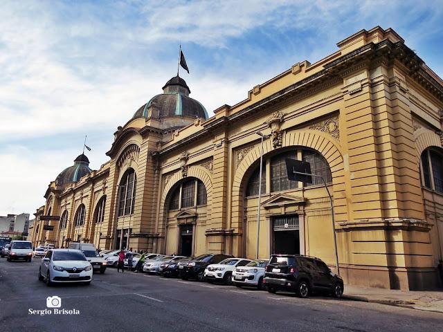 Vista ampla da fachada do Mercado Municipal de São Paulo - Mercadão - Centro