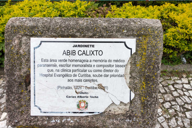 Placa no Jardinete Abib Calixto