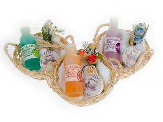 cestas de mimbre para el baño con aromas unos detalles de boda prácticos para las mujeres