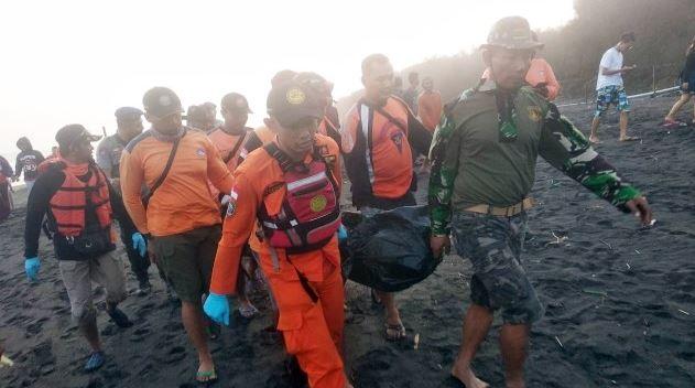 Jihar News, Dua Remaja Terseret Ombak Di Laut Bangka Ditemukan Meninggal Dunia