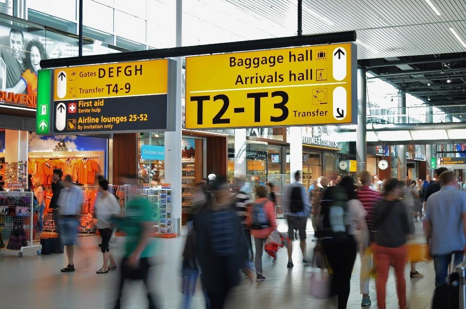 tips sukses dan lancar melewati petugas imigrasi di bandara