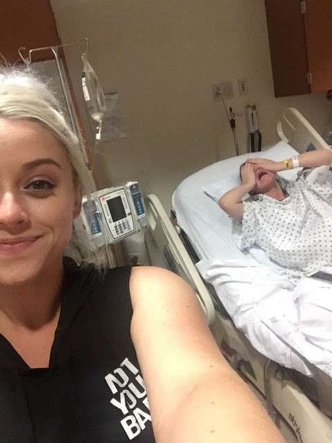 Women Takes SELFIE with Sister While She's in Labor