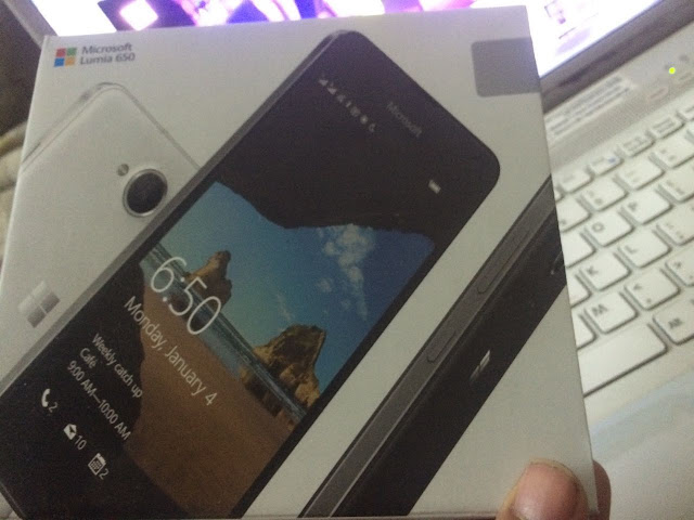 Lumia 650 out of the box