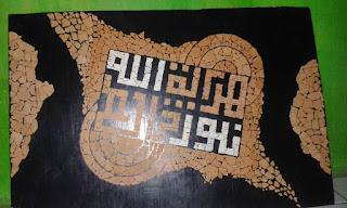 lukisan kaligrafi sederhana dari kulit telur, lukisan kaligrafi dari kulit telur, kaligrafi dari kulit telur