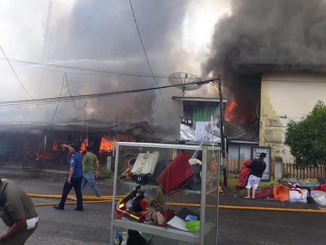 Inilah Video Detik-detik Kebakaran Rumah dan Tempat Usaha di Parluasan Pematangsiantar