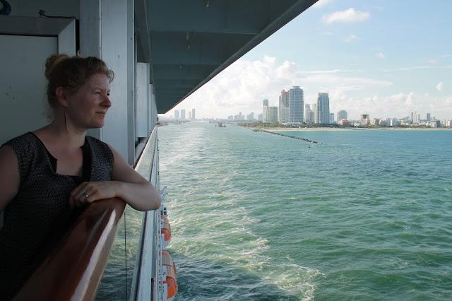 Hytissä on parveke ja sieltä näkymä Miamiin