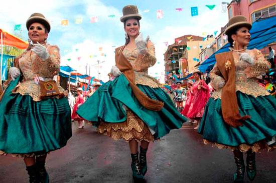 Cholitas bolivianas centran exposición de fotógrafa francesa