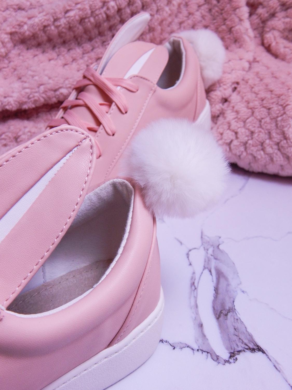 13 różowe tenisówki króliki z pomponem urocze buty na wiosnę tenisówki do każdej stylizacji renee pudrowy róż partybox buty w kształcie zająca