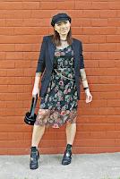 https://www.karyn.pl/2019/05/sukienka-w-kwiwty-i-czarna-marynarka.html