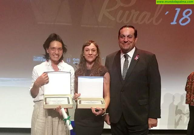 El Cabildo felicita a las palmeras Victoria Torres y Ana Carolina Sánchez, galardonadas en los Premios Mujer Rural 2018