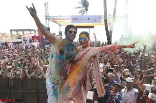 Alia Bhatt and Varun Dhawan Playing Holi at Zoom Holi Celetion 2017 (5).JPG