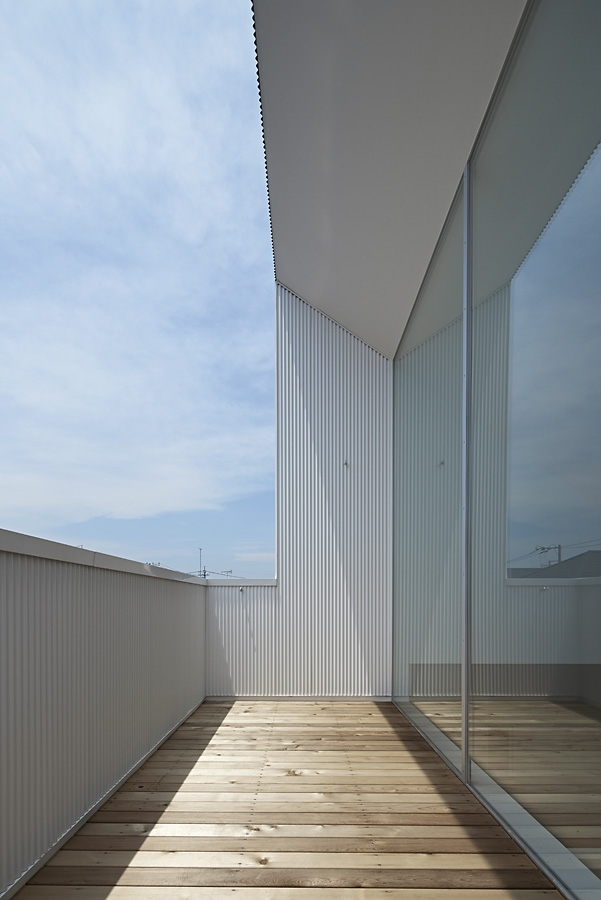 19-A-L-X-Sampei-Junichi-Architecture-Building-that-Envelops-Beauty-www-designstack-co