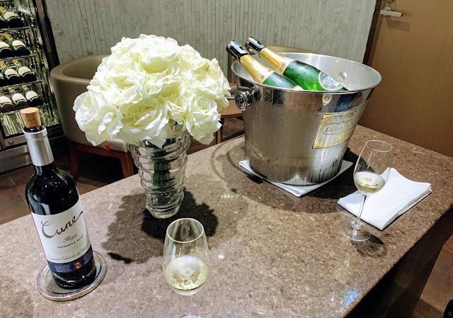 JALファーストクラスラウンジ シャンパン3