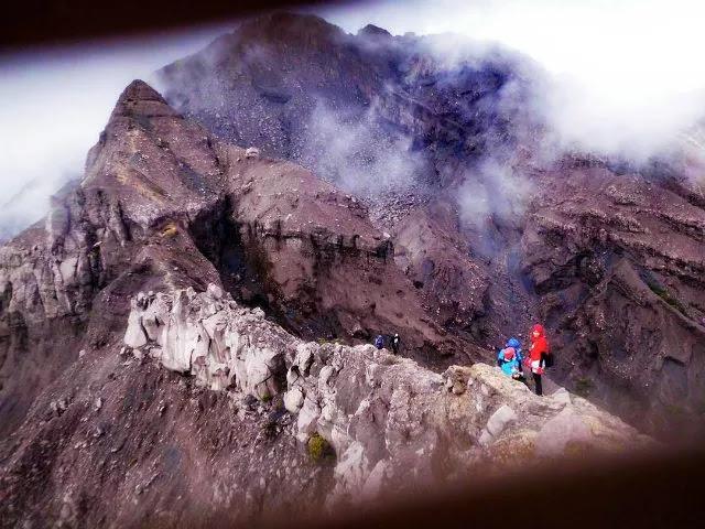 Gunung penuh tantangan, bahkan bahaya!