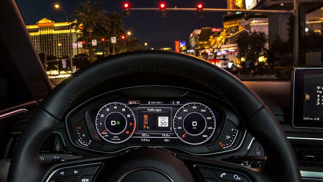 audi-a4-traffic-light-info