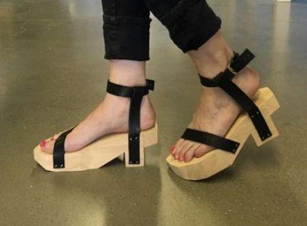 Proses pembuatan sandal kayu Modis – Bukan Sekedar Terompah