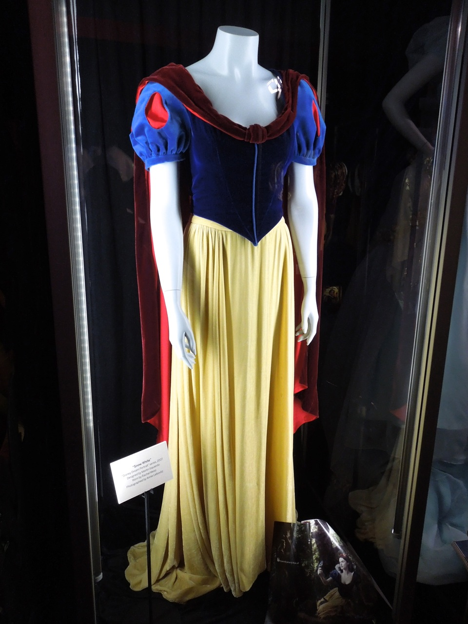 Hollywood Movie Costumes and Props: Disney Dream Portraits ...  Original Snow White Costume