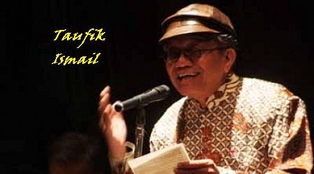 Gambar Taufik Ismail baca puisi terbaik dan indah banget
