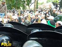 Menegangkan ! Habib Rizieq diperiksa, Polda Jabar dikepung FPI dan GMBI