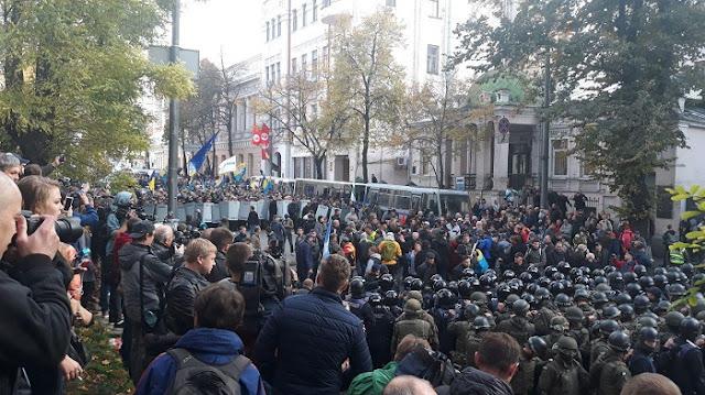 Из-за чего в центре Киева на Майдане под ВР пролилась первая кровь (Видео)