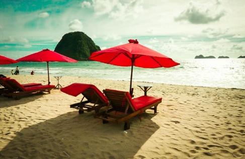 7 Pantai Mempesona Di Jawa Timur