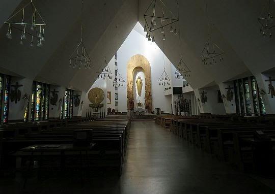 Wnętrze kościoła Chrystusa Dobrego Pasterza w Krościenku nad Dunajcem.