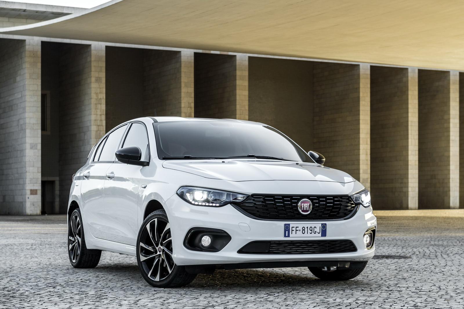 new fiat tipo s design brings sporty style and more kit. Black Bedroom Furniture Sets. Home Design Ideas