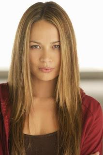 مون بلودجود (Moon Bloodgood)، ممثلة أمريكية، من مواليد يوم 20 سبتمبر 1975