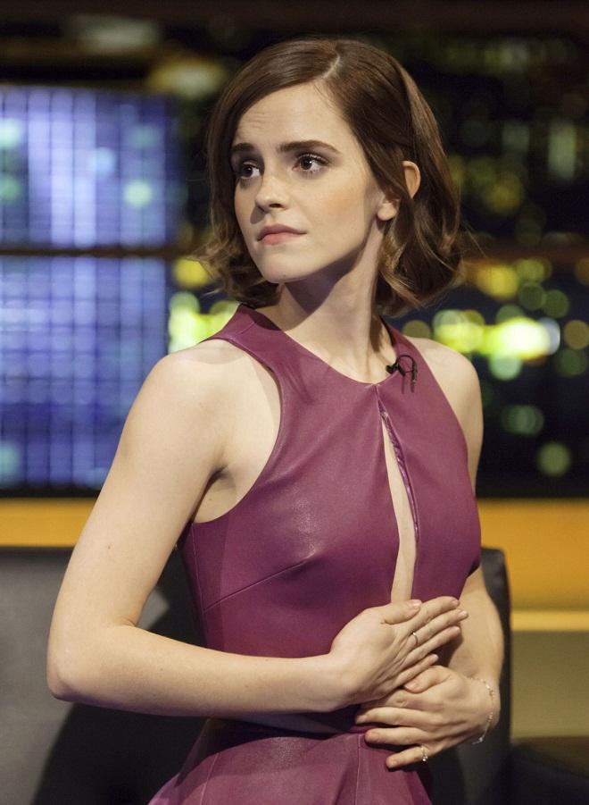 Emma Watson shows off legs in a purple dress on The