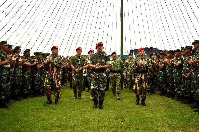 Panglima TNI :  TNI Berdiri Tegak Di Atas Semua Golongan