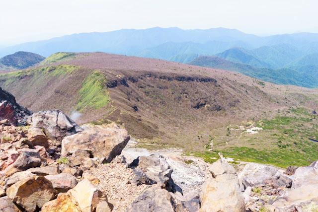 那須岳(茶臼岳)頂上付近からの景色