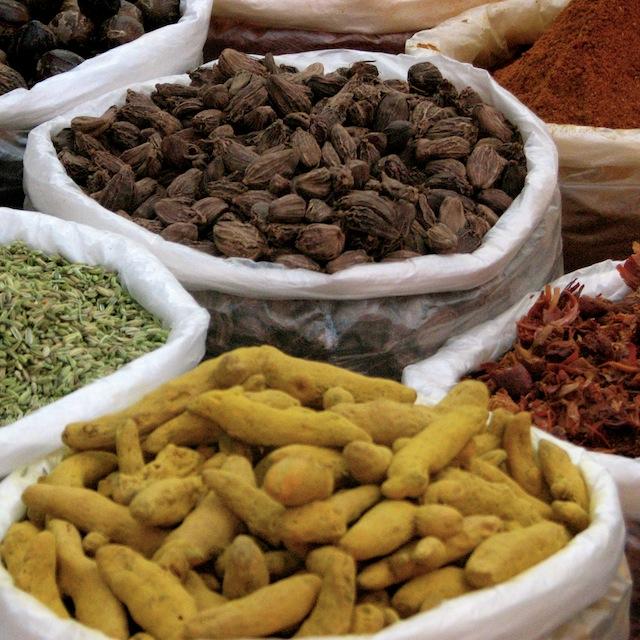 Mausteita, Anjuna Flea Market, Goa, Intia, 2006