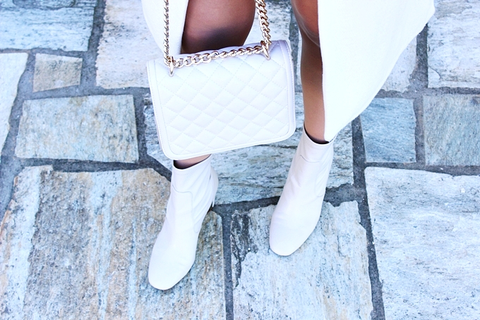 Zara white booties and white purse.Zara bele cizmice i bela tasna.