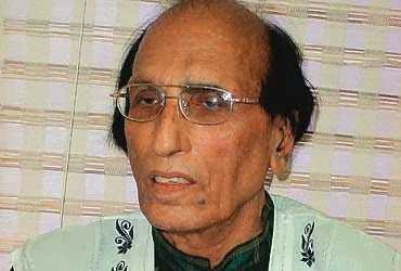 Famous Shayari of Bashir Badr