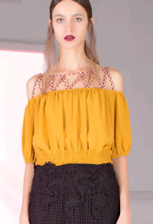 https://www.stylewe.com/product/casual-half-sleeve-paneled-cropped-top-45757.html