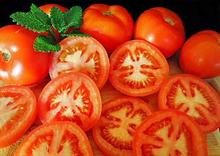 Tomato: Home remedy for skin whitening