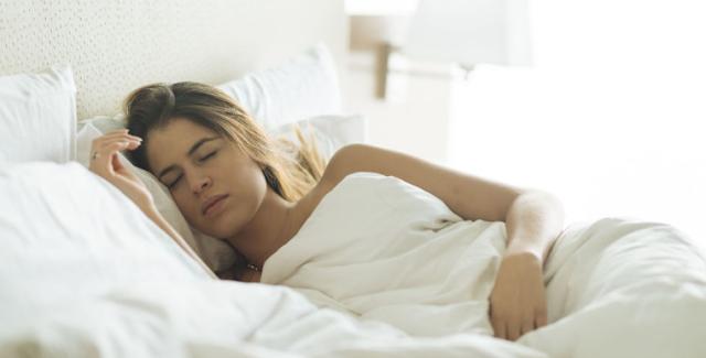 Ini Manfaat Tidur Telanjang