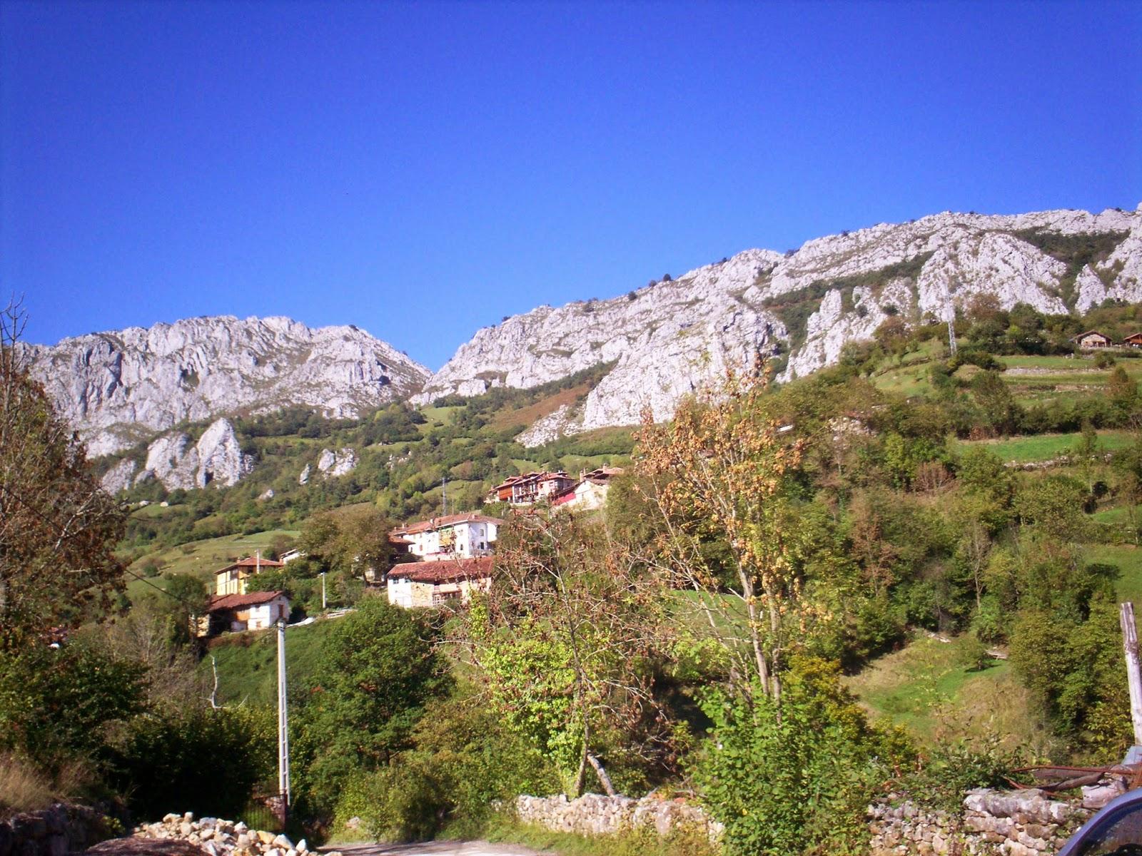 Vistas hacia el pueblo asturiano de Caleao en Redes.