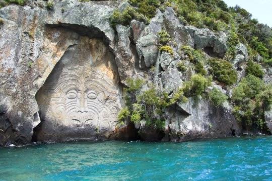 Ukiran Maori di Danau Taupo