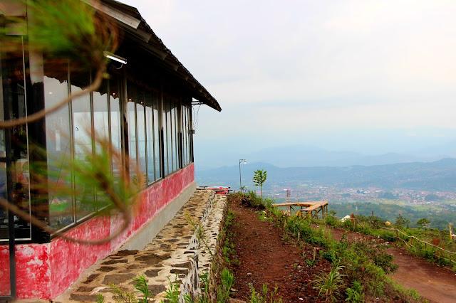 Bluepacker - Indonesian Travel Blogger - Tempat Wisata Instagramable Kabupaten Kuningan