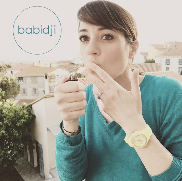 babidji qui allume une cigarette invisible