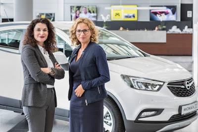Συνεργασία Opel και Facebook