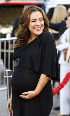 MATERNITY FABULOUS: FASHION THAT MAKES PREGNANCY LOOK PERFECT