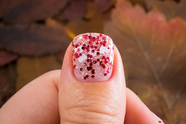 Naillook by Cosmopolitan 31447 Red in Love macro