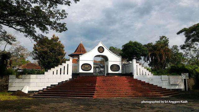 Situs Jambansari di Ciamis, kompleks makam Raden Adipati Aria Kusumadiningrat, Bupati Ciamis  yang ke-16.