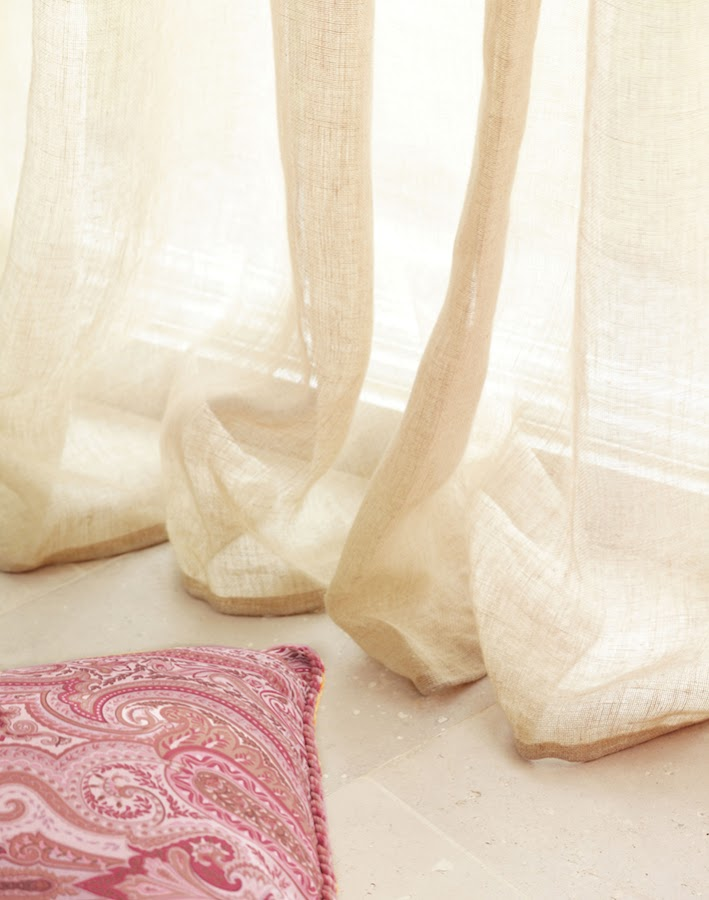 Todo lo que debes saber de los visillos, las cortinas ideales para el verano