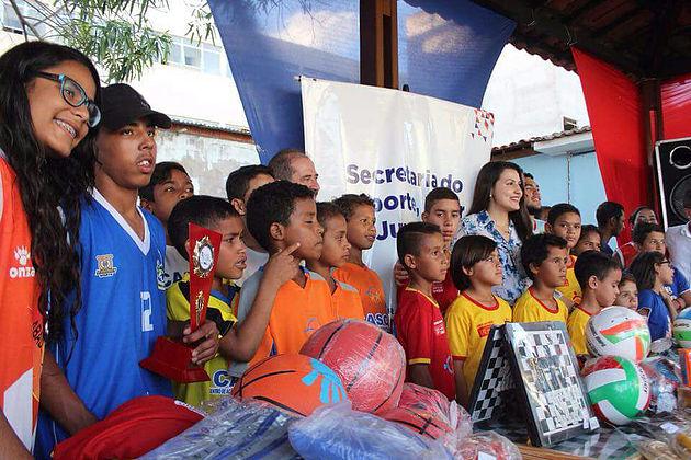 Prefeitura de Delmiro Gouveia e Governo do Estado entregam kits esportivos para entidades do município