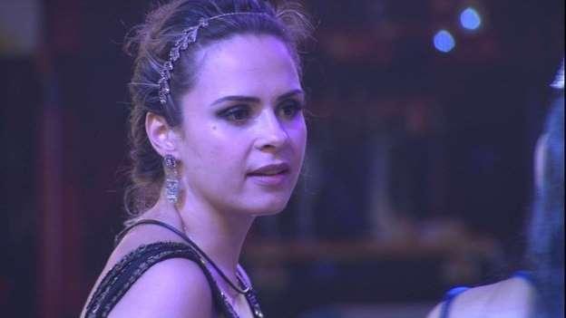 """Ana Paula é expulsa do """"BBB 16"""" após agressão a Renan; irmã garante que jornalista está bem"""