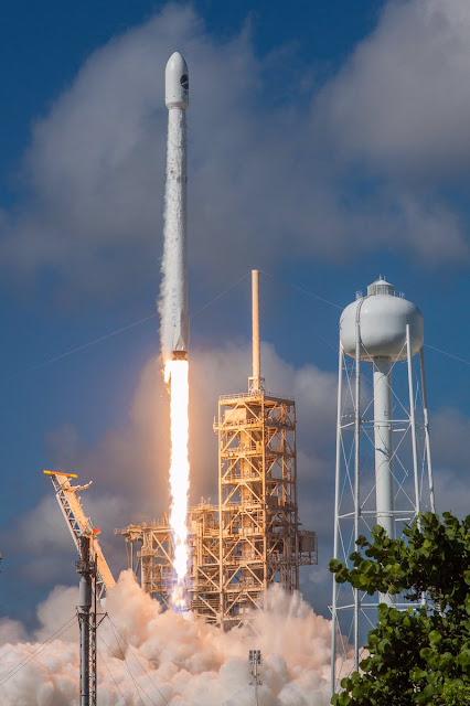 A SpaceX lançou com sucesso nesta quinta-feira a mininave espacial secreta não tripulada do exército norte-americano, a X-37B