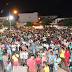 População de Pintadas lota a praça para comemorar o aniversário da cidade